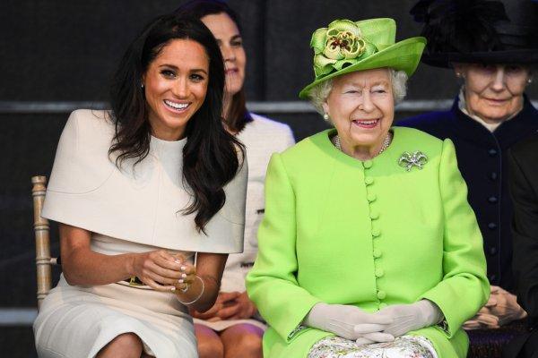 Королева Елизавета запретила Меган Маркл общаться с друзьями из «прошлой жизни»