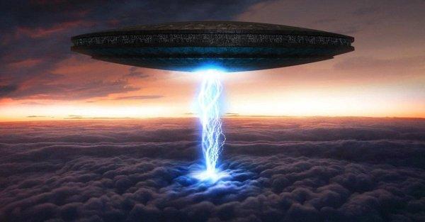 Канадские уфологи сняли на видео появление светящихся НЛО