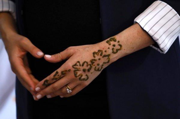 Меган Маркл в Марокко засветила необычные татуировки на руках