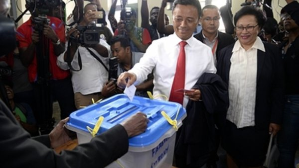 Провальное вмешательство США в выборы на Мадагаскаре пытались фейками спасти журналисты BBC